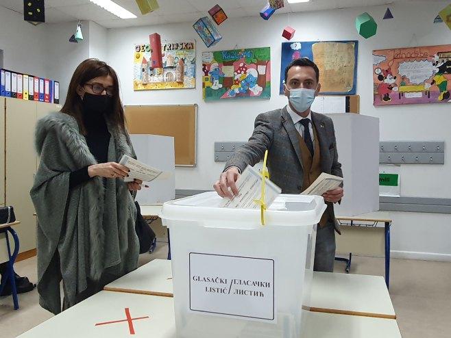 Velibor Milivojević glasao je sa suprugom - Foto: SRNA