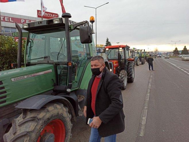 Protest poljoprivrednika na Rači - Foto: RTRS