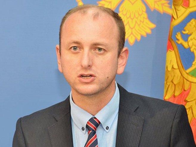 Milan Knežević -