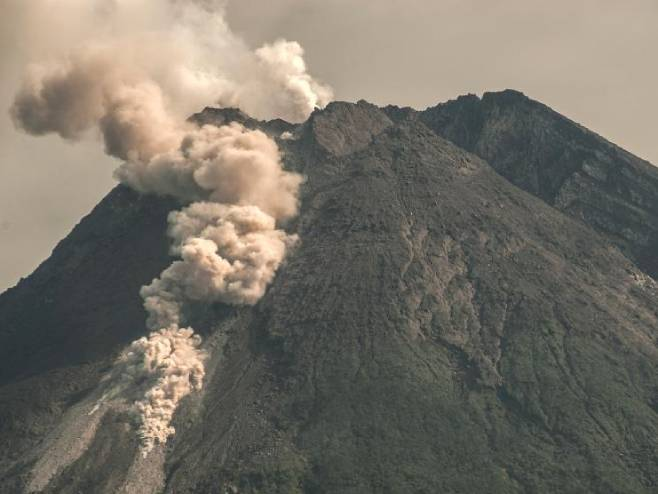 Indonezija: Proradio vulkan Merapi, rijeka lave duga 1.500 metara (VIDEO)