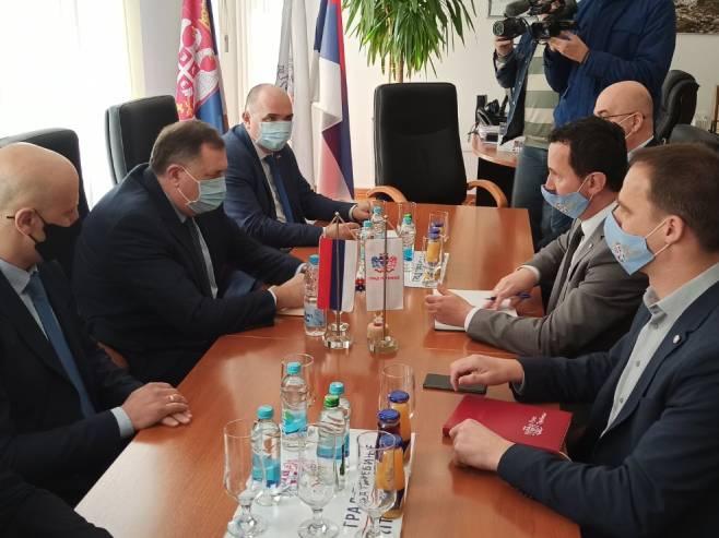 Milorad Dodik sa rukovodstvom Grada Trebinje - Foto: RTRS