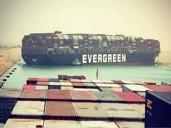 Nasukani teretni brod u Sueckom kanalu (Foto: The Bangkok Post/Instagram) -