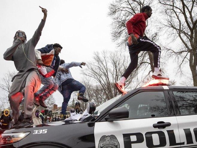 Neredi u Minesoti (foto: Star Tribune / Carlos Gonzalez) -