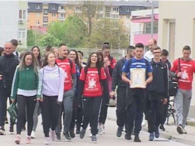 Studenti pješice krneul na Ostrog -