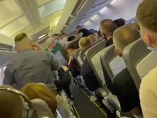 Potukli se putnici na letu od Prištine za Bazel - Foto: Screenshot