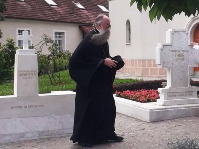 Mitropolit Jonikije posjetio grob patrijarha Pavla - Foto: Facebook