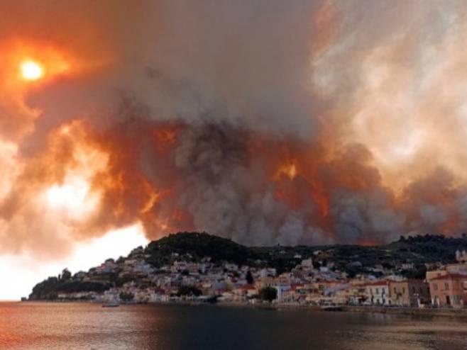 Evakuisano 200 srpskih turista iz mjesta Pefki na Eviji - Foto: TANJUG