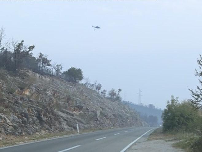 Helikopter gasi požar - Foto: RTRS