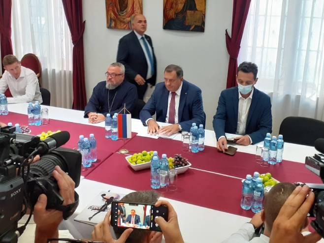 Dodik sa predstavnicima srpskih stranaka i udruženja u Mostaru - Foto: RTRS