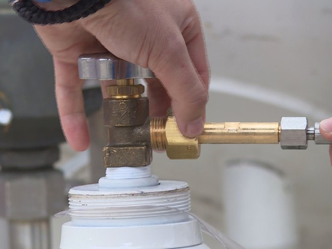 Uzorkovanje kiseonika - Foto: RTRS